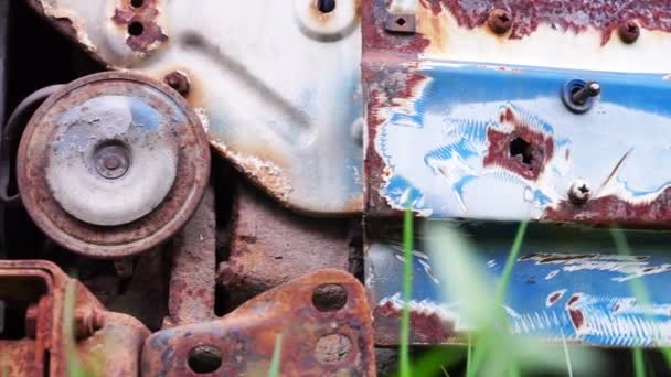 Detalles del coche viejo y oxidado — Vídeo de stock