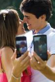 Couple taking photo of themselves with smart phone on romantic p — Stockfoto