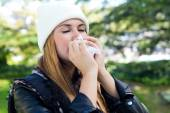 Portrait of beautiful girl with tissue having flu or allergy. — Stockfoto