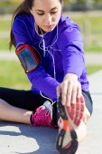 Young woman stretching and preparing for running  — Stock Photo