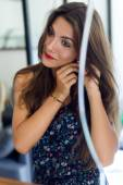 Beautiful young woman wearing the earrings. — Stock Photo