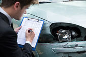 Insurance Agent Examining Car After Accident — Stock Photo