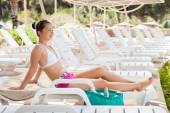 Woman relaxing On Lounge Chair — Stockfoto