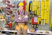 Techniker mit Arm gekreuzt — Stockfoto