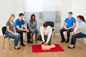 Instructor Showing Resuscitation Technique — Stockfoto