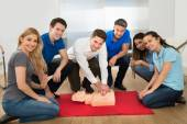 Instructor Showing Resuscitation Technique — Stock Photo