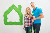 Couple In Front Of Painted Home — Stock Photo