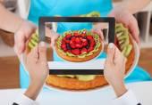 Hands Photographing Fruit Tart — Stock Photo