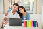 Para zakupy online w domu — Zdjęcie stockowe