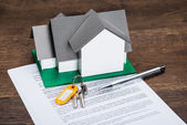 House Model And Contract Paper — Stock Photo