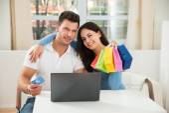 Couple Shopping Online — Stock Photo
