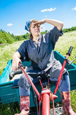 Woman controls the tiller — Stock Photo