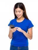 Woman send message via cellphone — Foto de Stock