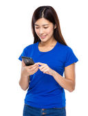 Woman send message via cellphone — Stock Photo