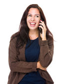 Kobieta rozmowy na telefon komórkowy — Zdjęcie stockowe