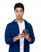 Man using cellphone — Stock Photo