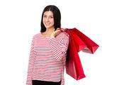 женщина с хозяйственными сумками — Стоковое фото
