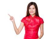 Asian woman in red dress — Zdjęcie stockowe