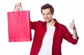Knappe man in rode shirt — Stockfoto