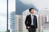 Azjatycki biznesmen myśleć soemthing — Zdjęcie stockowe
