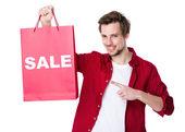 Człowiek posiadający torby papierowe — Zdjęcie stockowe