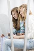 Sisters using laptop — Stok fotoğraf