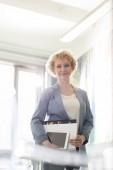 Businesswoman holding files — Stock Photo