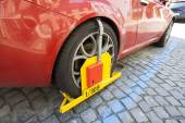 Red Car clamped — Stockfoto