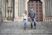 Couple moving down steps — Stock Photo