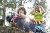 Female hiker photographing — Stock Photo