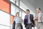 Businesspeople communicating while walking — ストック写真