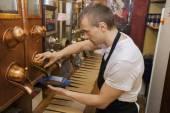 Salesperson dispensing coffee beans — Stock Photo
