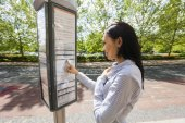 Businesswoman reading information sign — Stock Photo