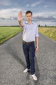 Hombre mostrando parada gesto — Foto de Stock