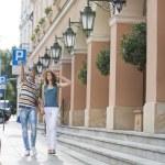 Tourist couple walking on sidewalk — Stock Photo #57287583