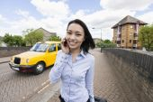 Businesswoman answering cell phone — Foto de Stock