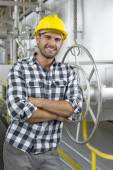 Worker leaning on large valve — Stockfoto