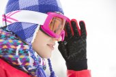 Beautiful young woman in ski goggles — Zdjęcie stockowe