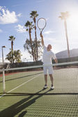 Male tennis player playing on court — Foto Stock