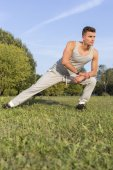 Man exercising in park — Stock fotografie