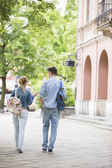 Friends talking while walking — Stock Photo