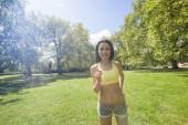 Beautiful fit woman jogging — Stock fotografie