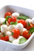 Tomatoes and mozarella in dish — Stock Photo