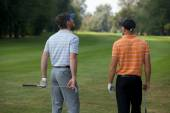 Young men standing on  golf course — Stockfoto
