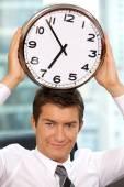 Relógio de exploração do empresário — Fotografia Stock