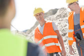 Supervisor with colleague at construction site — Stock Photo