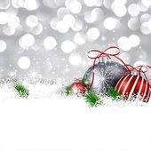 Fundo de inverno prata com bolas de Natal. — Vetor de Stock