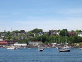 Portland Maine Coastline with boats in the water, homes on the s — Stock Photo