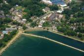 Georgetown Reservoir, roads, and surrounding buildings outside o — Stock Photo