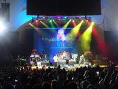 Male of Rebel Souljahz sings on stage at MayJah RayJah Concert — Stock Photo